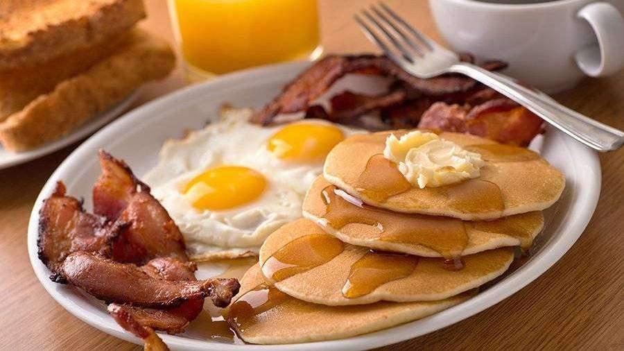 Ученые рассказали о пользе завтрака в борьбе с ожирением