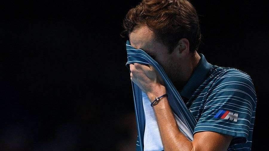 Тренер теннисиста Медведева раскритиковал спортсмена за слезы на корте