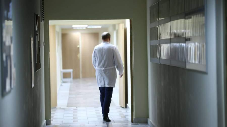 Раненную школьником в Ульяновске учительницу перевели из реанимации