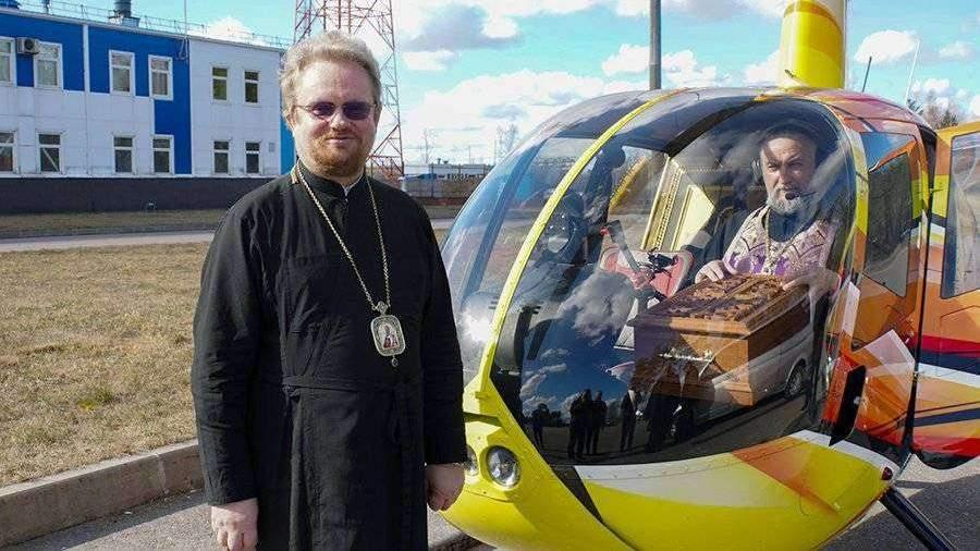 Крестный ход на вертолете против коронавируса прошел в Ленобласти