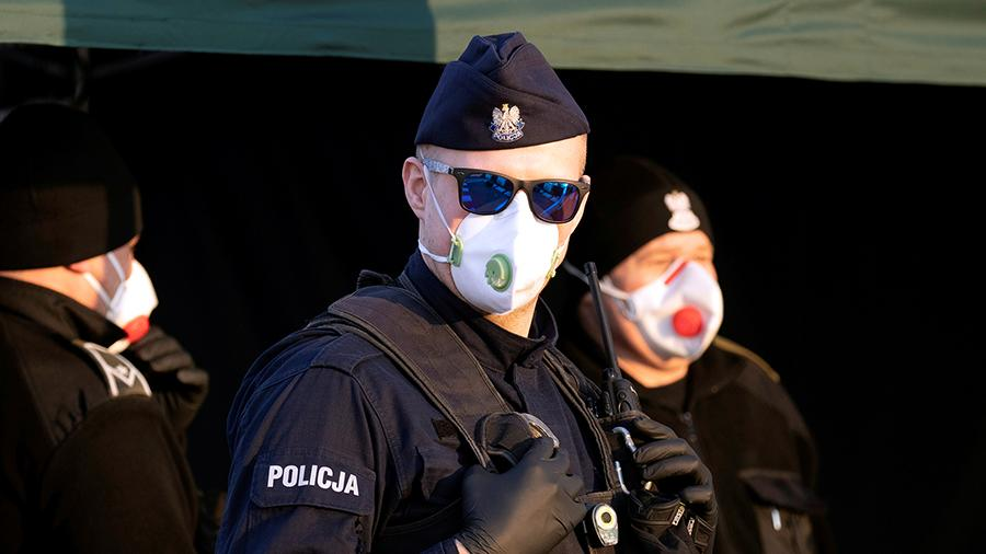 Полиция Польши попросила преступников не нарушать закон из-за пандемии    Новости   Известия   19.03.2020