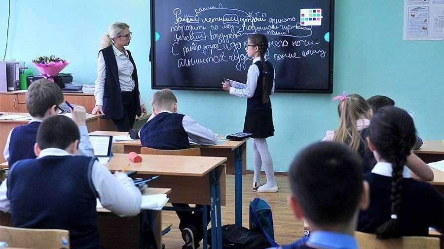Родителям школьников в Москве отправят push-сообщения об оценках детей