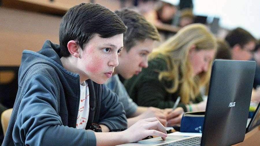 Минобрнауки порекомендовало вузам перейти на дистанционное обучение