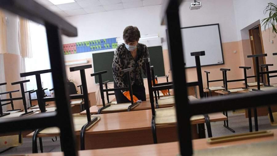 Собянин ввел свободное посещение в школах Москвы из-за коронавируса