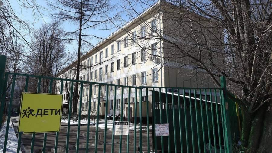 Школы в Москве закроют с 21 марта