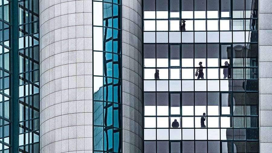Ученый предупредил о риске заболеть из-за сверхурочной работы в офисе