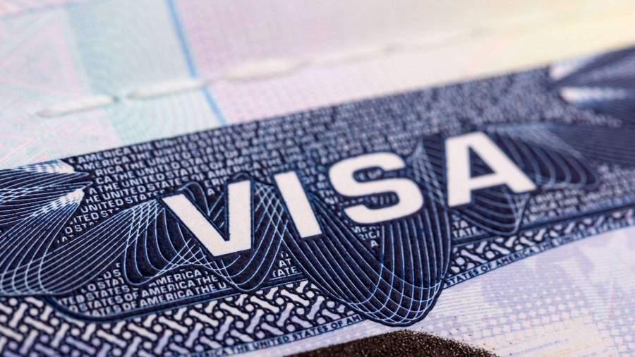 Визы оставшихся в России иностранцев автоматически продлят до 15 июня