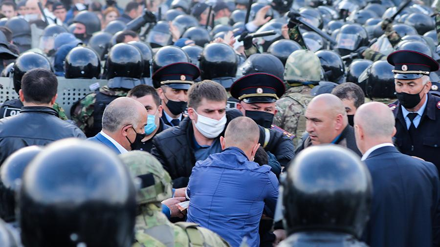 Врач назвал незаконный митинг в Северной Осетии «очагом разноса COVID-19»