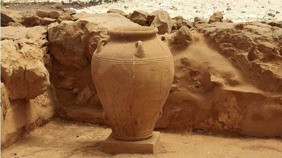 Археологи обнаружили в Китае древний кувшин с неизвестной жидкостью