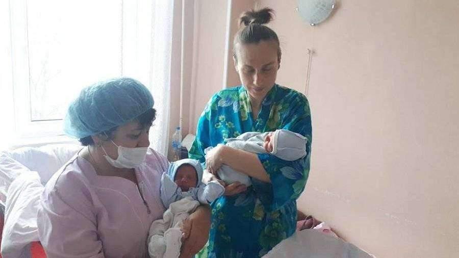 В Петербурге в первые дни мая родились три двойни