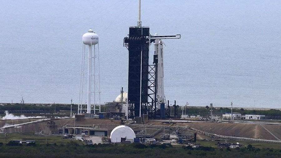 Запуск американского пилотируемого корабля Crew Dragon отложили
