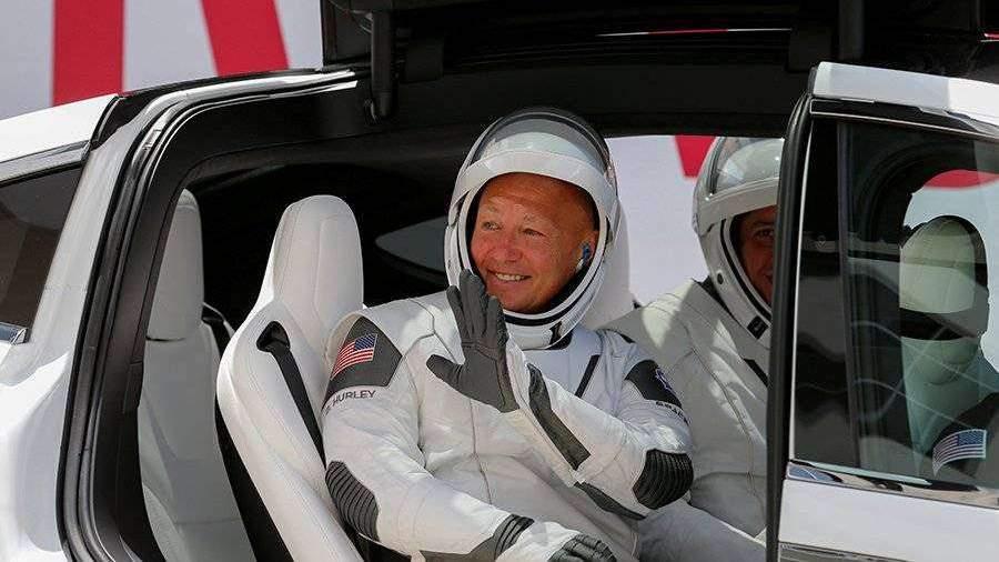 Астронавты прибыли к месту повторного старта Crew Dragon