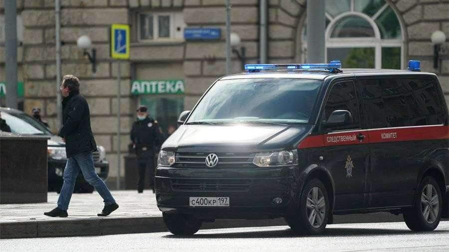 Источник сообщил о двух судимостях захватчика банка в Москве