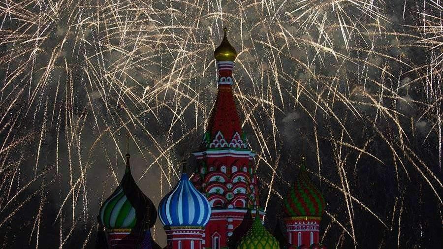 В Москве прошел праздничный салют в честь Дня пограничника