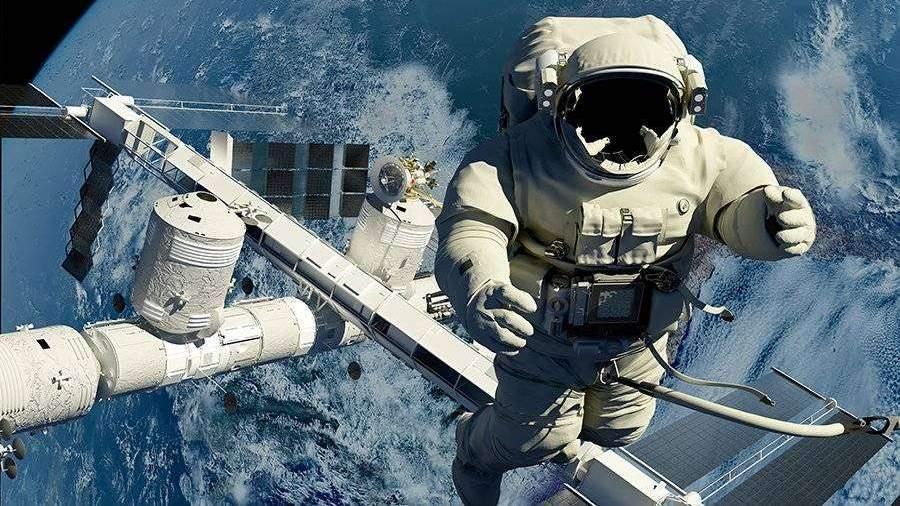 Астронавт объяснил невозможность свиста в скафандре