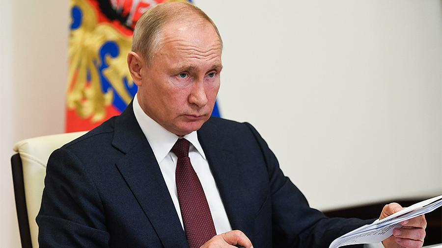 Путин объявил нерабочим день проведения парада Победы