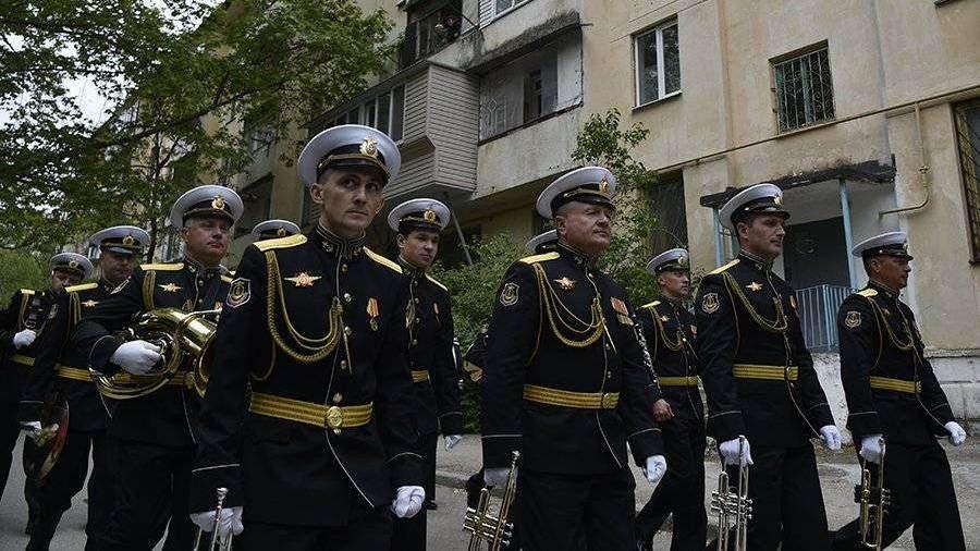 Военнослужащие Кантемировской дивизии ЗВО поздравили 93-летнего ветерана с Днем Победы