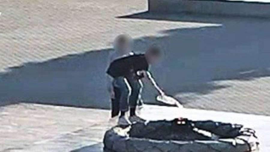 Полиция нашла потушивших Вечный огонь в Нижнем Тагиле подростков