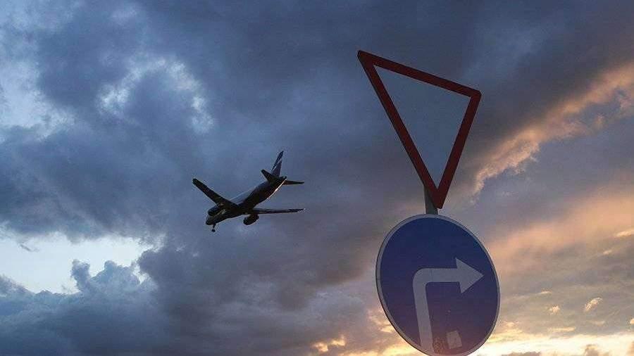 Самолет совершил жесткую посадку на Курилах