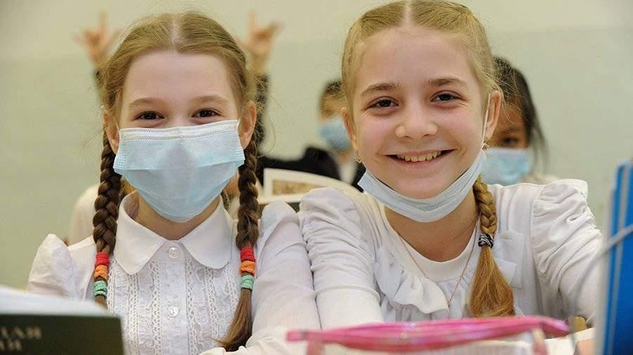 ВОЗ порекомендовала носить маски детям с 12 лет