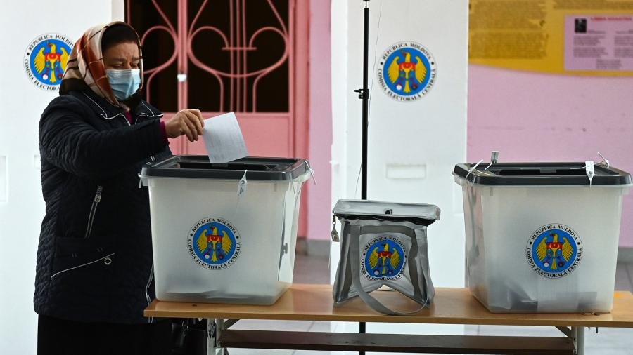 Moldova torn between Russian Federation and West in presidential runoff