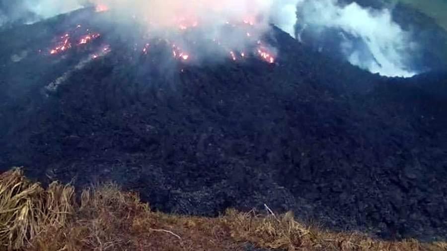2021 04 09T013702Z 324562848 RC21SM9N9NMC RTRMADP 3 CARIBBEAN VOLCANO.JPG Жителей Сент-Винсента и Гренадин эвакуируют из-за проснувшегося вулкана
