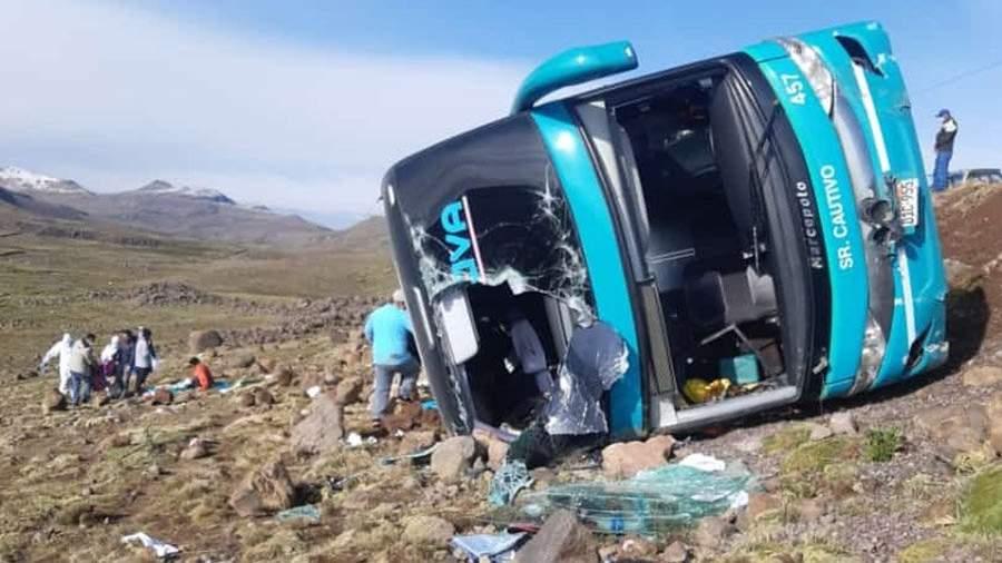 EyezvYaWQAMHlDg В ДТП с автобусом в Перу погибли девять человек