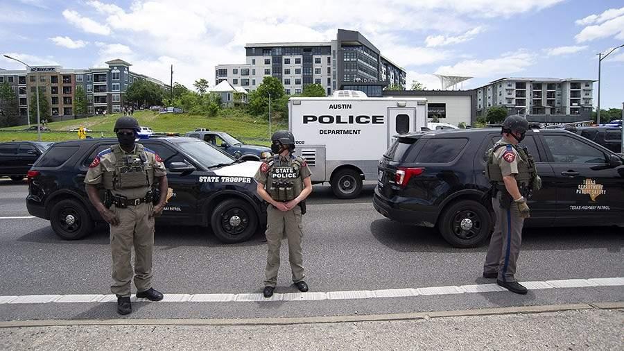TASS 39992382 Виновник массовой стрельбы в Техасе ранил солдата штата и был задержан