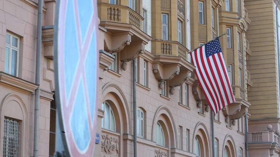 Высылаемая пресс-секретарь посольства США назвала честью работу в Москве