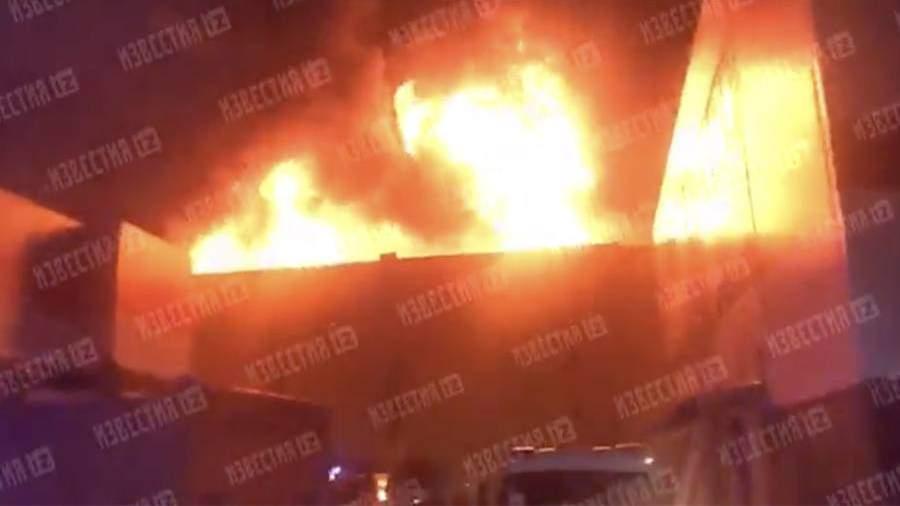 Площадь пожара на складе в Москве возросла до 2000 кв. м