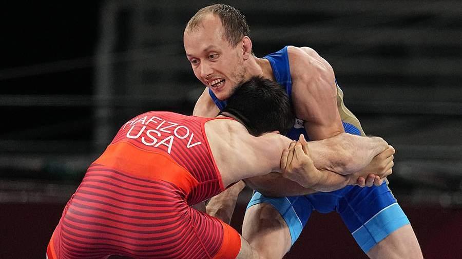 Российский борец Емелин взял бронзу на ОИ в категории до 60 кг