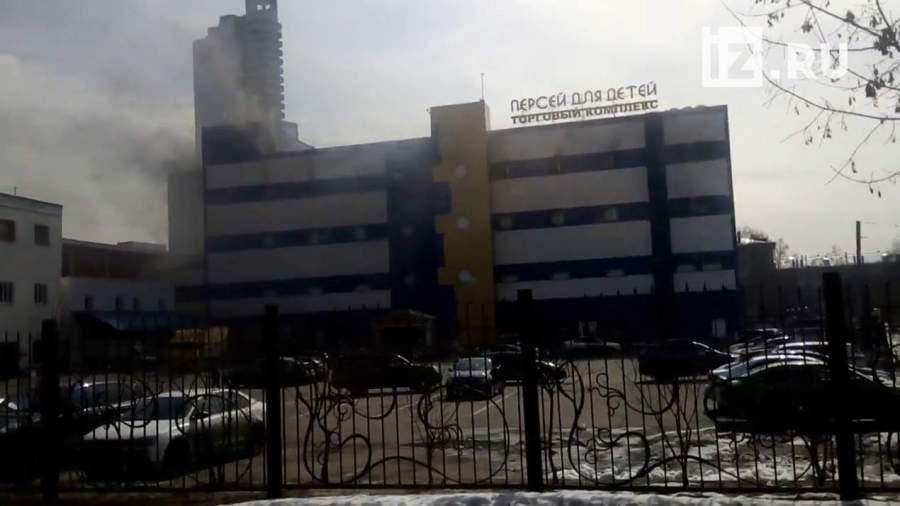 В детском торговом центре «Персей» в Москве произошло возгорание. По  предварительным данным, огнем охвачено складское помещение с игрушками. 68e1a716937