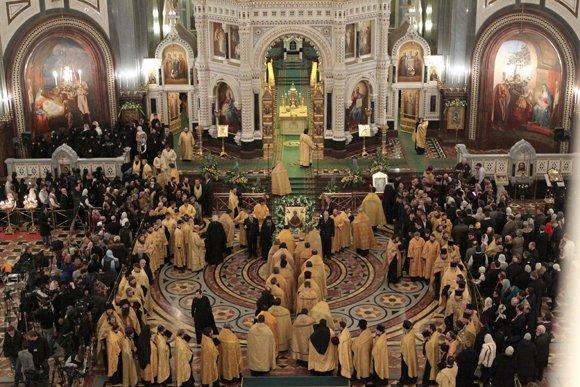 40 тысяч человек встретили пояс Богородицы