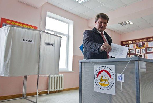 Южная Осетия выбирает между экс-главой КГБ и омбудсменом