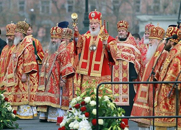 Православный молебен встретился с флешмобом