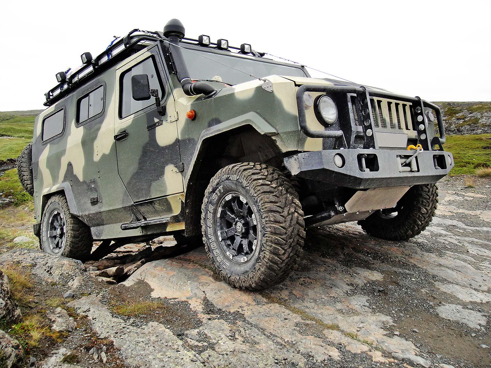 Для армии разработали джип на гусеницах