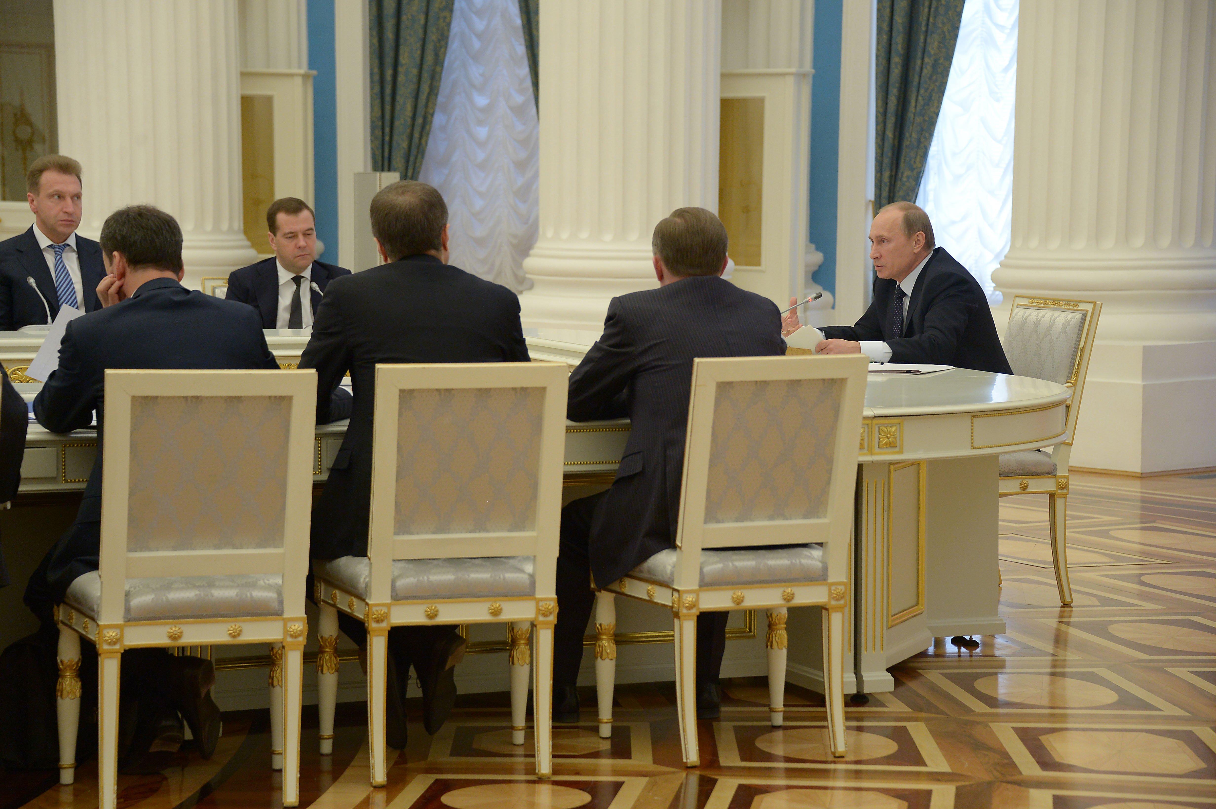 Путин кабмину: «Мы сами себя обманываем, в блуд вводим»
