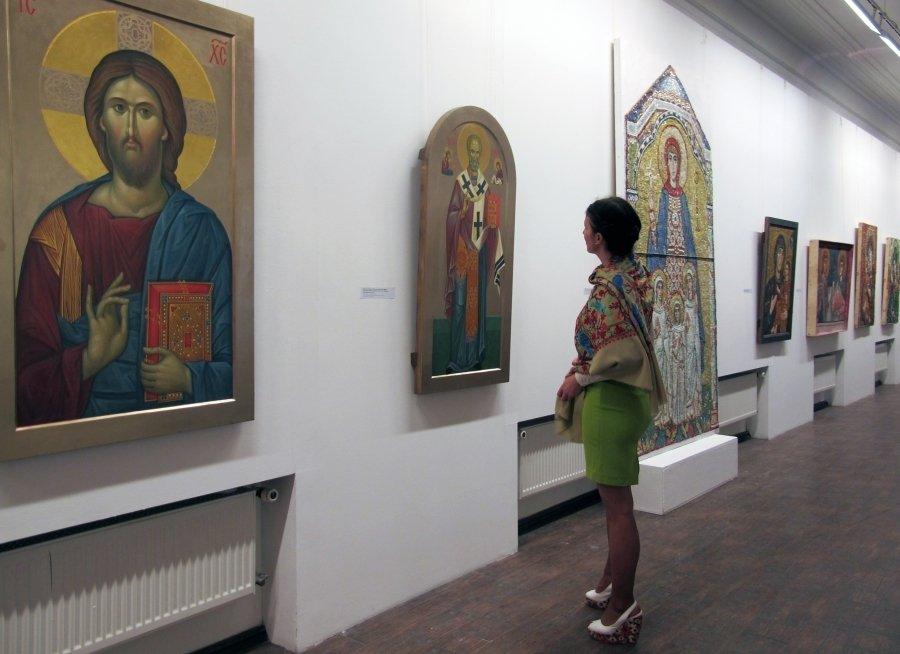 Актуальные художники занялись церковными фресками