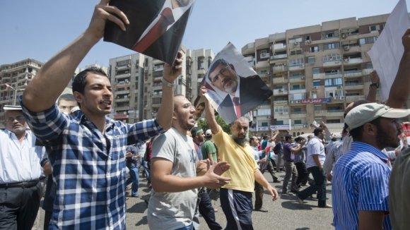 В Каире начались уличные бои