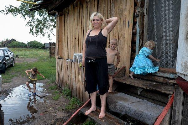 Картинки по запросу Россия нищие дети