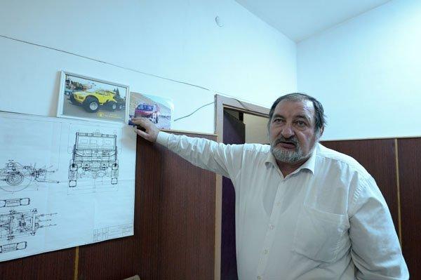 Анатолий Сердюков командует взводом ученых-испытателей