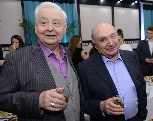 Табаков наградил «цирковых попугаев»