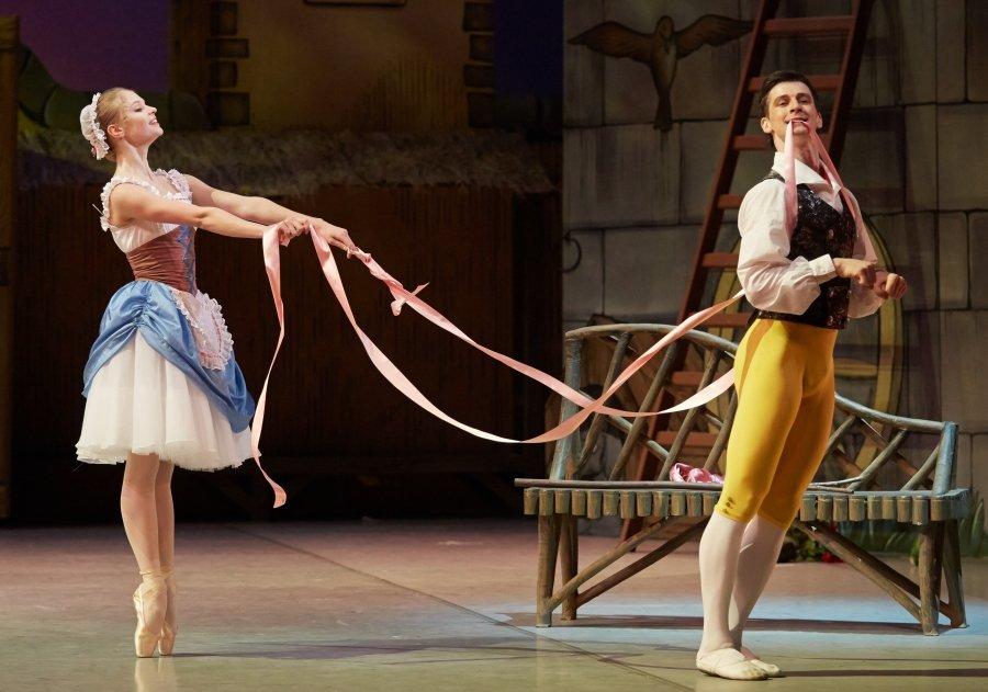 Михайловский театр мечтает о соломе