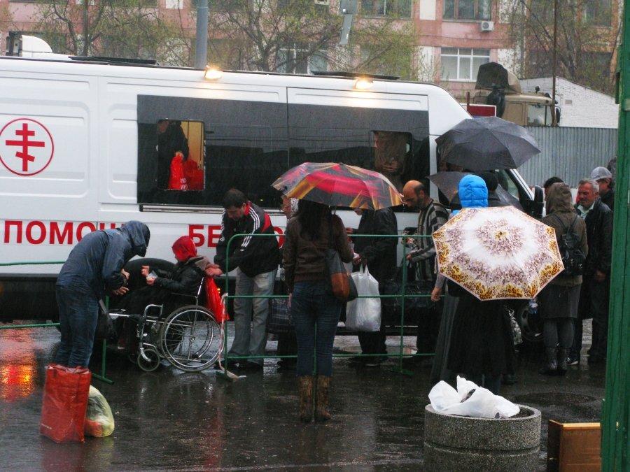 Чиновники не дают фонду РПЦ кормить бездомных