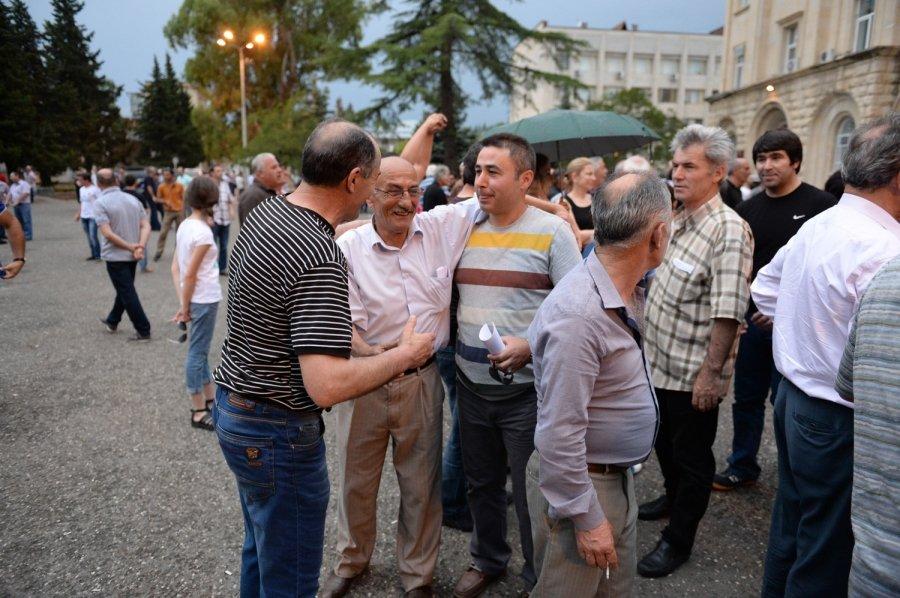 Двоевластие в Абхазии завершилось отставкой президента