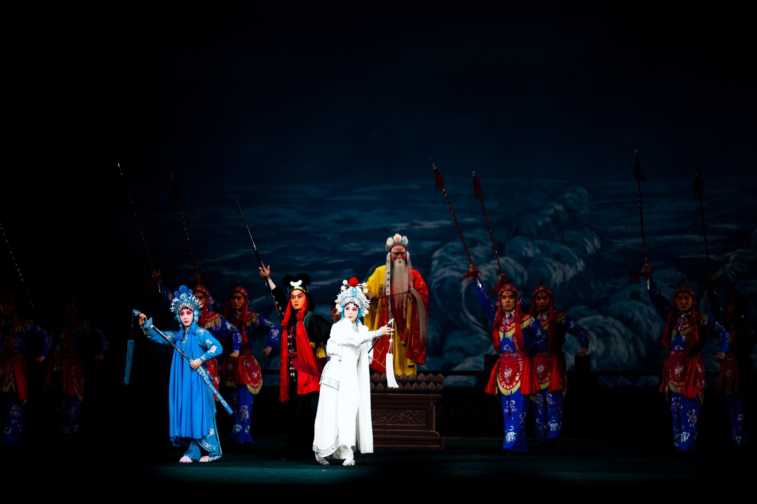 Петербуржцам поведали «Легенду о белой змее»