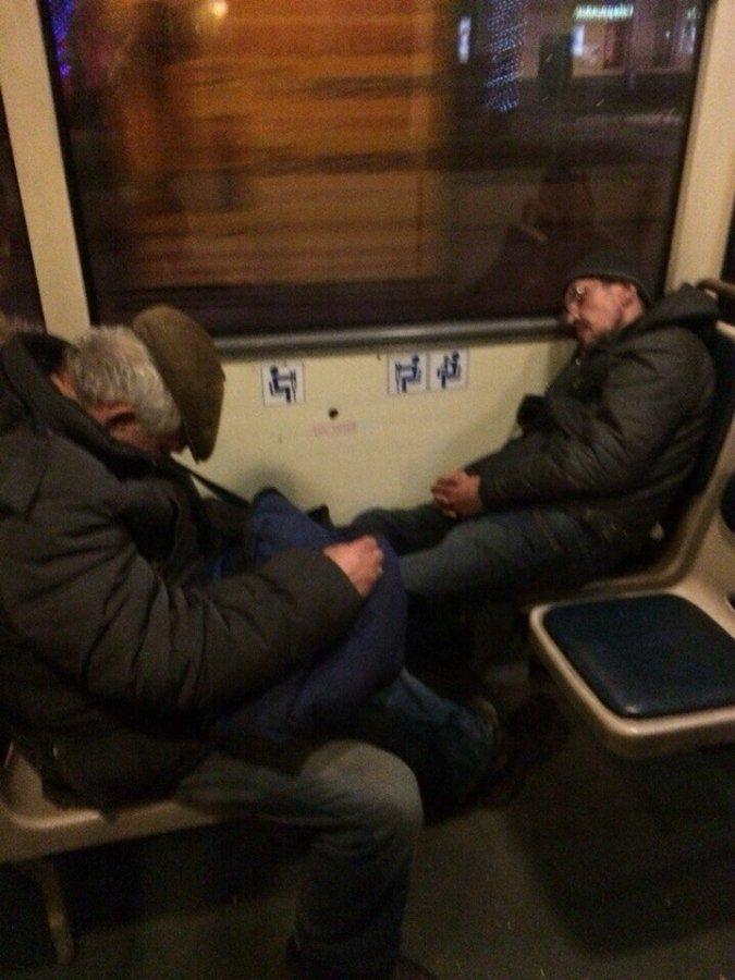Ночные городские автобусы просят очистить от бездомных