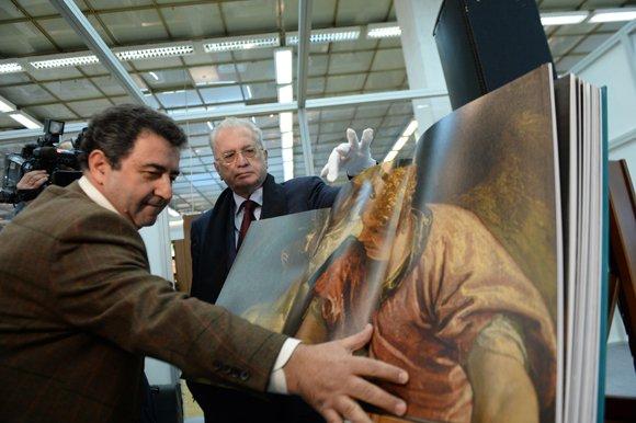 Глава Эрмитажа представил юбилейный альбом за 351 тыс. рублей