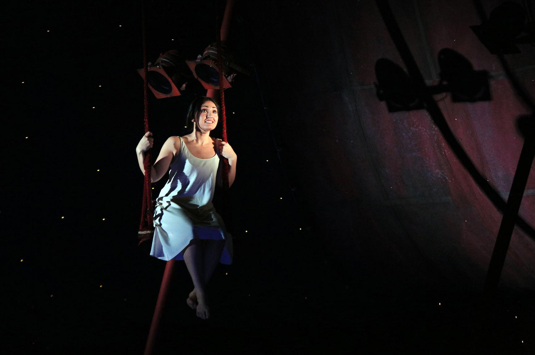 «Риголетто» в Большом балансирует между акробатикой и стриптизом