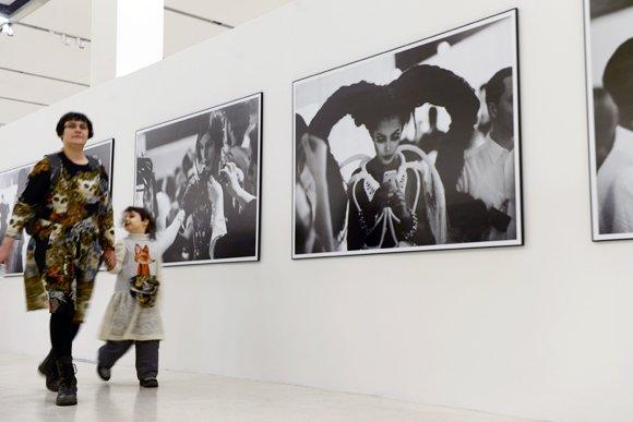В «Манеже» показывают групповые селфи ХХ века